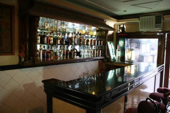 Hotel Shalimar: Bar