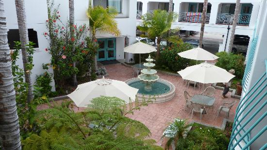 Best Western Plus Casablanca Inn : Spanish Courtyard
