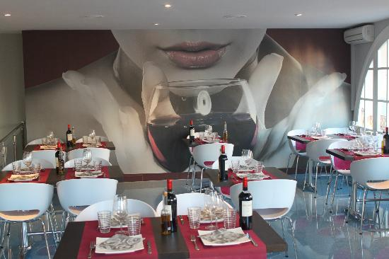 Di Vinos Wine Bar & Restaurant: MODERNO