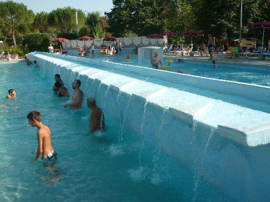 Cascatelle di acqua tiepida sulfurea foto di terme di for Abano terme piscine termali aperte al pubblico