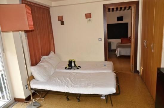 Hotel Principe Real: Literie 4 étoiles... (celle de la chambre au fond est correcte)