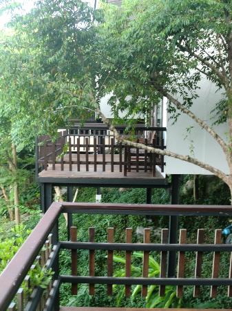 Chintakiri Resort: Blick zum Bungalow nebenan