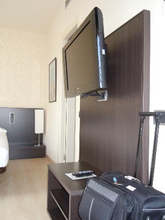 Capri by Fraser Barcelona: tv orientabile (davanti aveva delle comodissime poltroncine con tavolino)