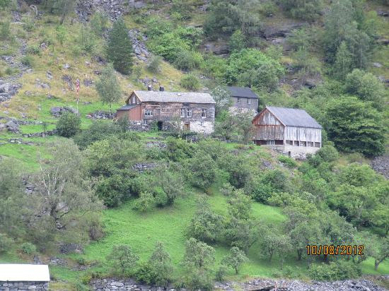 Hotel Geiranger: Abandoned farm by fjord