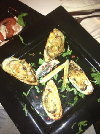 Bar & Restaurant Salü: überbackene Grünschalenmuscheln
