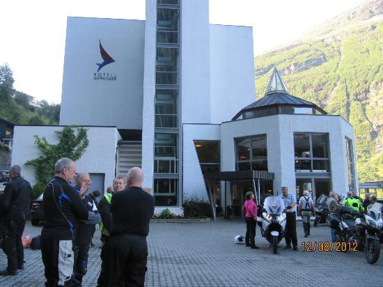 هوتل جيرانه: outside hotel Geirangerfjord