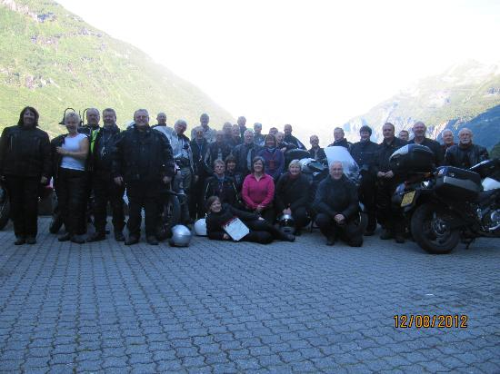Hotel Geiranger: outside hotel,group photo