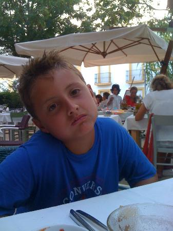 Macao Cafe: Macao - La faccia di mio figlio illustra la lunghissima attesa meglio di mille parole!