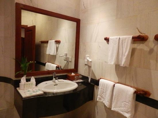 Sokhalay Angkor Villa Resort: bathroom