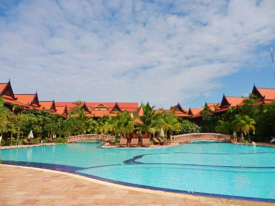 Sokhalay Angkor Villa Resort: wonderfully big and clean pool