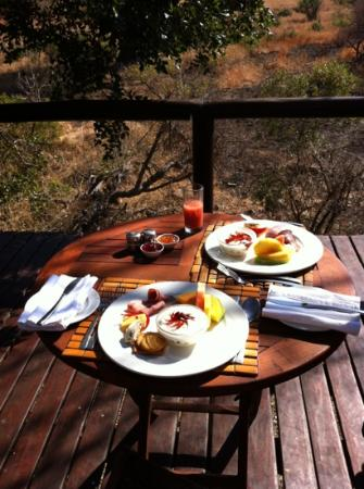 Shishangeni Private Lodge: part of breakfast at Camp Shonga