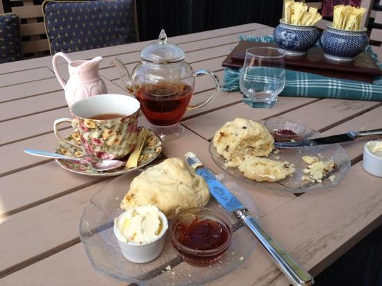 Geordi Lane Antiques & TeaRoom: Tea and scones out on the veranda