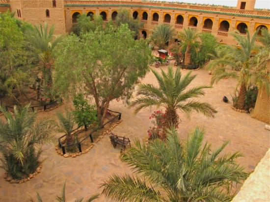 Kasbah Hotel Xaluca Arfoud: the big block of rooms around the large courtyard