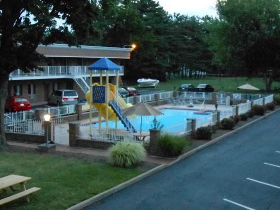 South Shore Inn: Nice pool, waterslides and hot tub