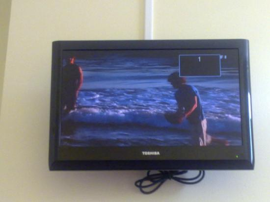 Hotel-Restaurant Le Normandie : Le Normandie - Wall Mounted TV