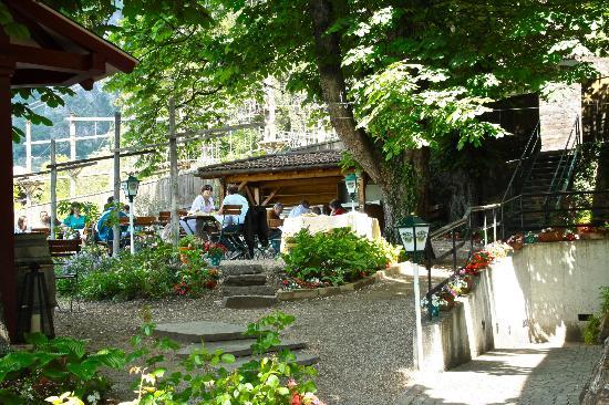 Pizzeria Biergarten Gaudi: giardino-Garten