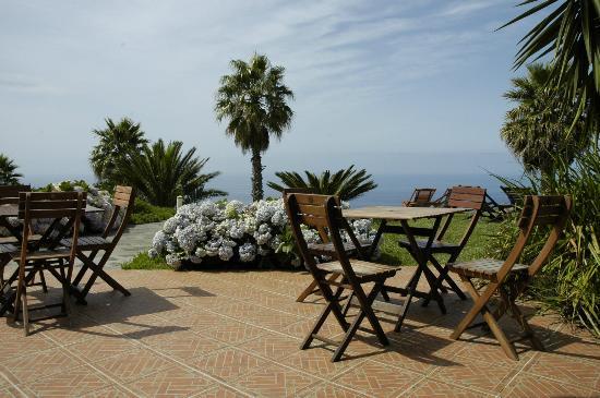 Quinta Alegre: Terrasse auf der im Sommer auch gegessen wird
