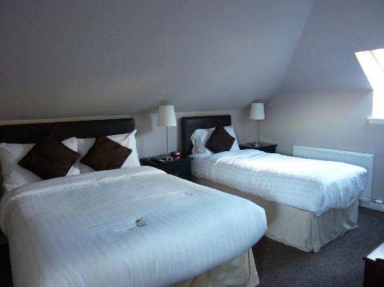 MacLean Guest House: Habitación muy cómoda y ámplia