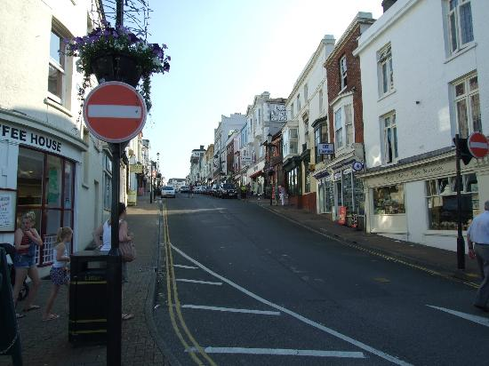Ryde Harbour: The high street with lots of interesting shops