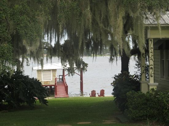 Lakeside Cottages: A view of property that overlooks the boat dock