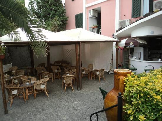 Hotel Antares: Bar esterno