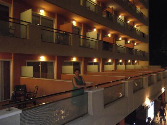 H10 Vintage Salou: Térrasse et balcon