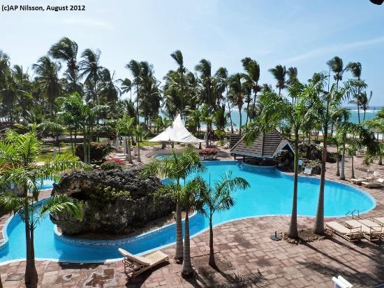 swimmingpool ocean bild von diani reef beach resort spa diani beach tripadvisor. Black Bedroom Furniture Sets. Home Design Ideas