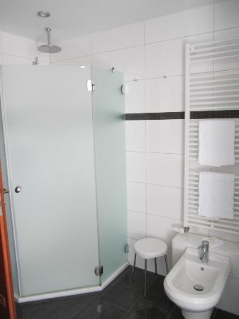 Hotel-Restaurant Kunz: parth of the badroom
