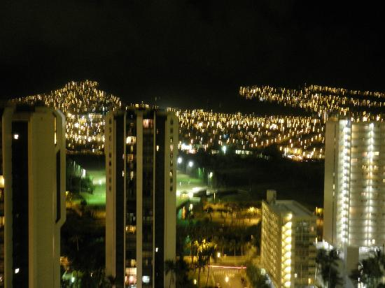 Aston Waikiki Sunset: 山側の夜景