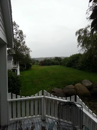 Glen Cove Inn & Suites: View from our covered patio