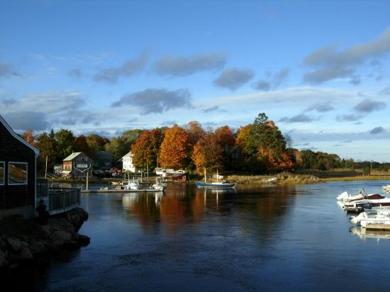 Essex River House Motel: Fall view