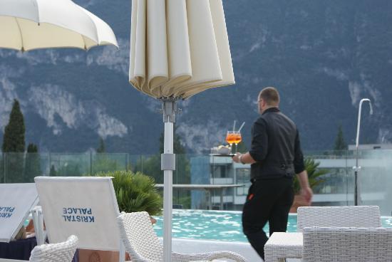 Hotel Kristal Palace - Tonelli Hotels: aperol spritz am pool