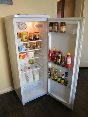 Edinburgh Gallery Bed and Breakfast: A happy fridge