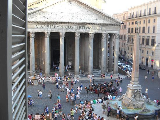 Albergo del Sole Al Pantheon: View from Hotel Room