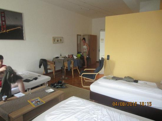 Apartment Hotel Konstanz: The view of our room from the windows