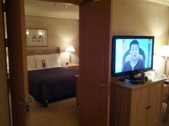Grand Walkerhill Seoul: Room & Livingroom