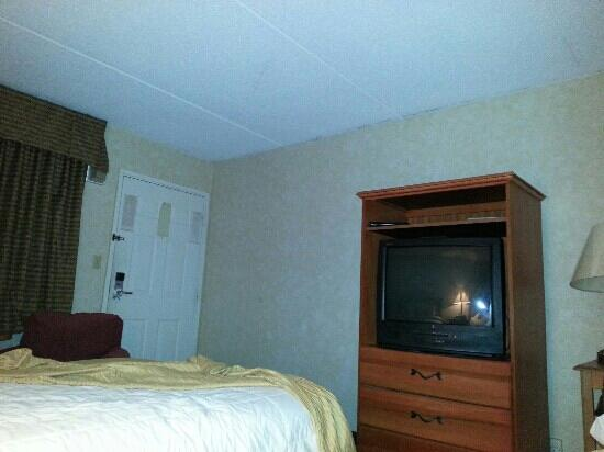 Quality Inn: room 212