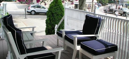 Kennebunkport Inn: Front Porch