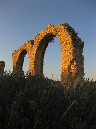 Hotel Castell de Gimenelles: Acueducto Sant Jaume de Domenys