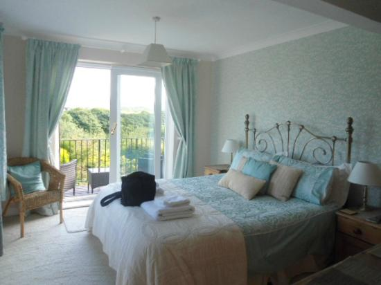 Fern Lodge: This shows the room we stayed in with the french door opening on to the balcony.