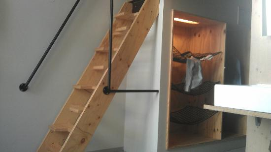 Michelberger Hotel: Ladder to bed