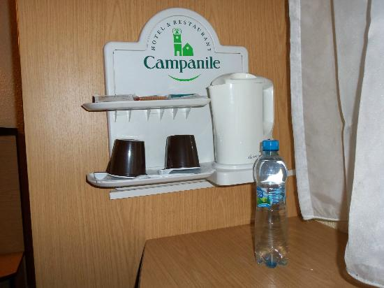 Campanile Szczecin Hotel: Tea and coffee making facilities-bottled water included