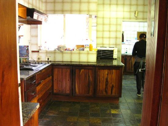 Lungile Backpackers Lodge : Large kitchen