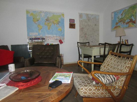 Lotte - The Backpackers: Another morning view of the living room