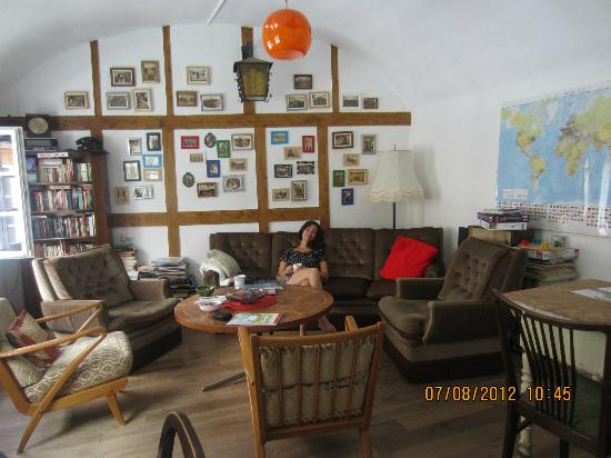 Lotte - The Backpackers: Relaxing in the peaceful and calming living room just before checkout