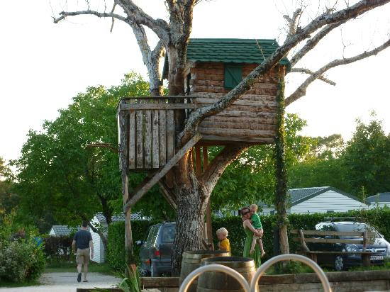 Camping Domaine des Mathevies: Treehouse