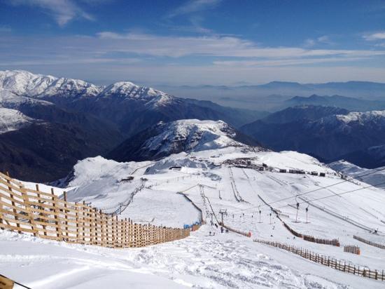 Powder Lodge: ski lift at Farellones is a close 5 minute walk. Convenient!