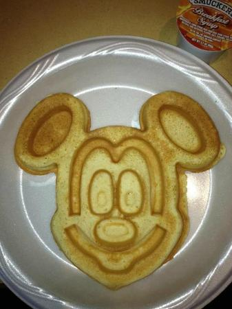 Hampton Inn Orlando/Lake Buena Vista: Mickey Waffles!!