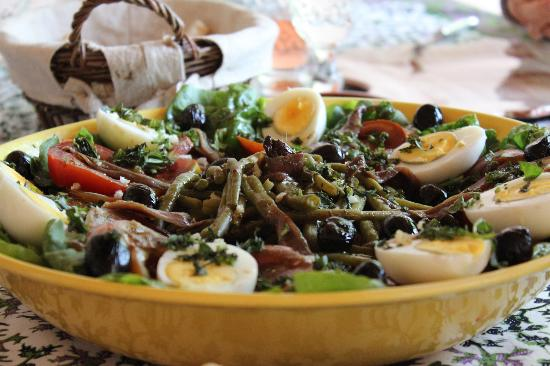 Cooking and Art de Vivre in Provence : The Nicoise Salad