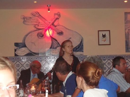 Restaurante Canto do Camoes: la cantante di fado Idalía Maria